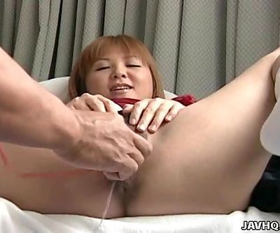 Asian slut getting her wet pussy..