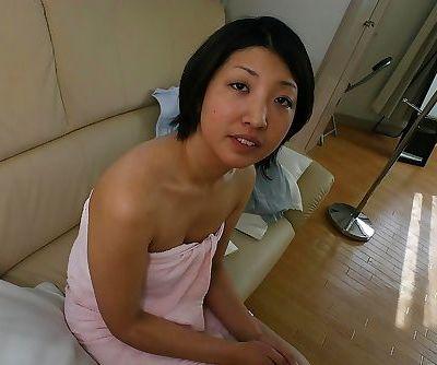 Frisky asian MILF Emi Ishibashi..