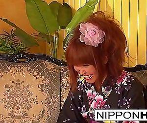 Asian hottie takes off her kimono..