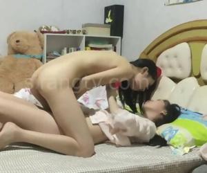 (Masturbation)两个年轻女..