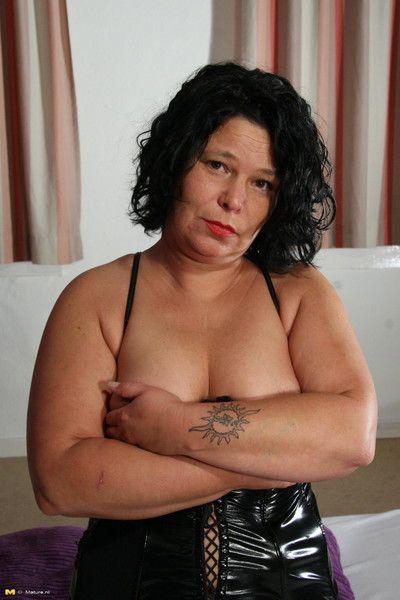 Chubby nicole loves to get naughty on her own