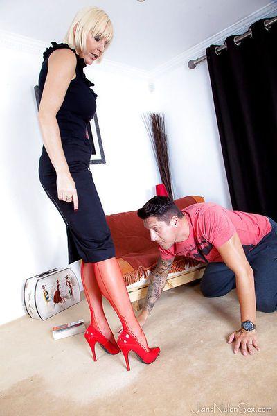 Aged blonde cougar Jan Burton instructs younger man in foot worship