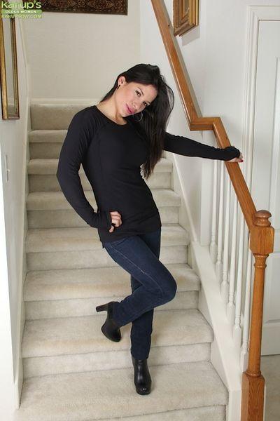 讨厌的 latina 伊莎贝拉 罗德里格斯 是 一个 疯狂的 成熟 与 漂亮的 胸部