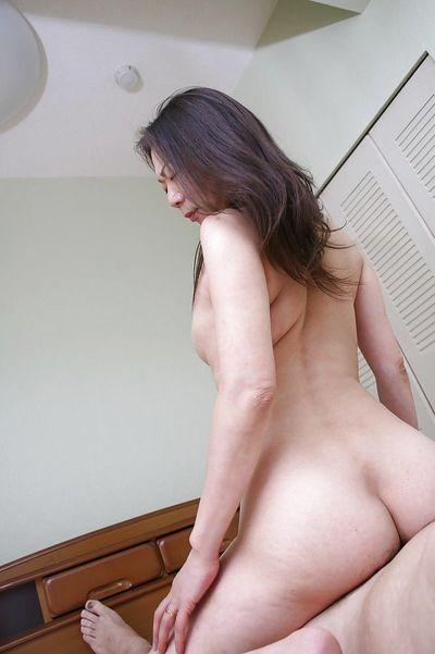 Gorgeous mature Yoshiko Makihara is fucked hardcore in her tight ass - part 2
