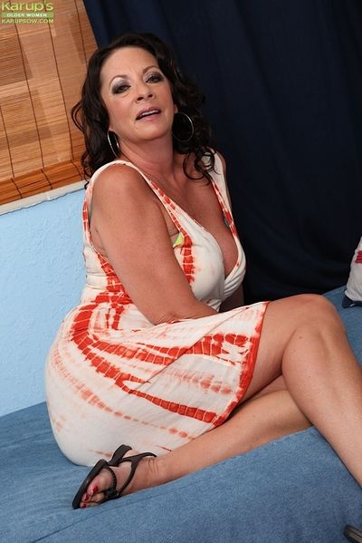 Naughty mature woman Margo Sullivan masturbating older woman pussy