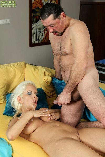 Busty mature blonde Sandy Figgs displaying saggy tits while giving blowjob - part 2