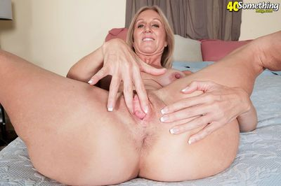 Nice looking mature angel Jenna Covelli boasts of a gaping cunt and fake tits