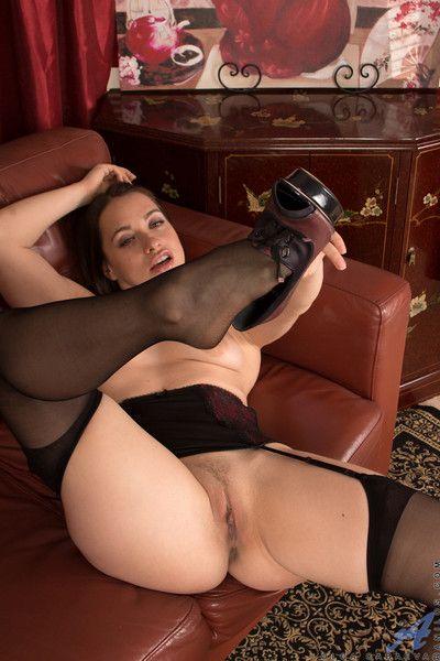 बड़े लूट माँ फैलता है उसके मुलायम बिना चूत विस्तृत खुला