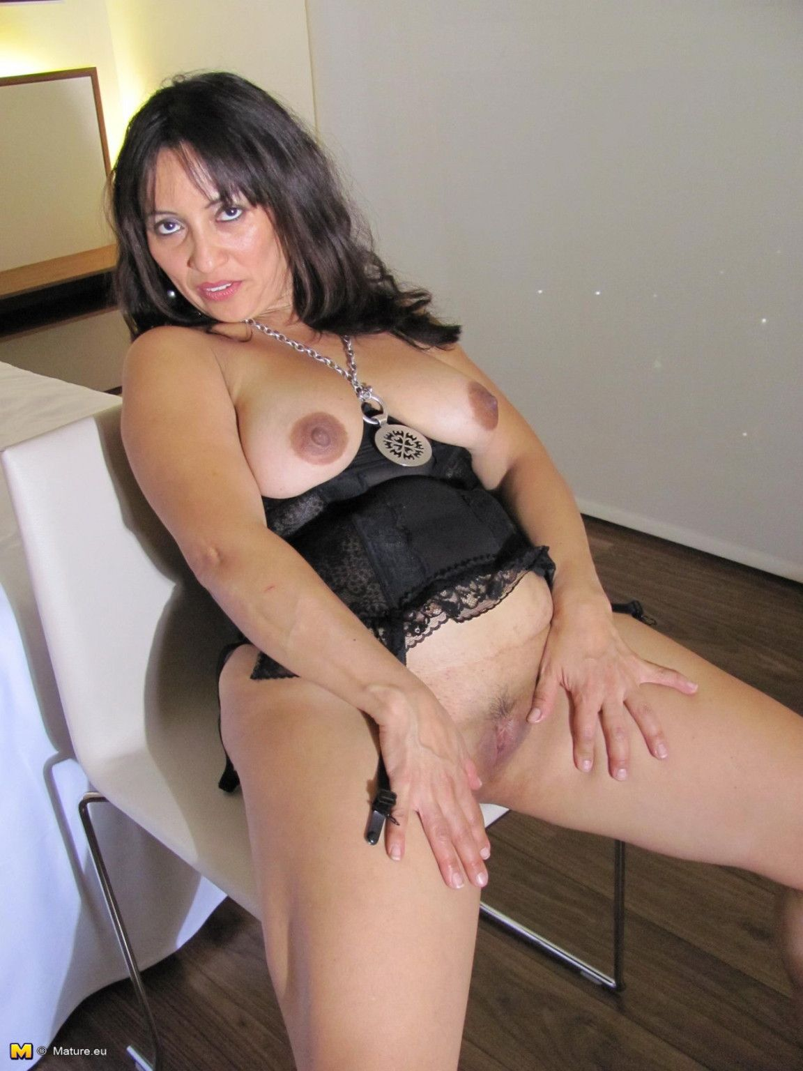 Hot housewife angy loves to get herself wet