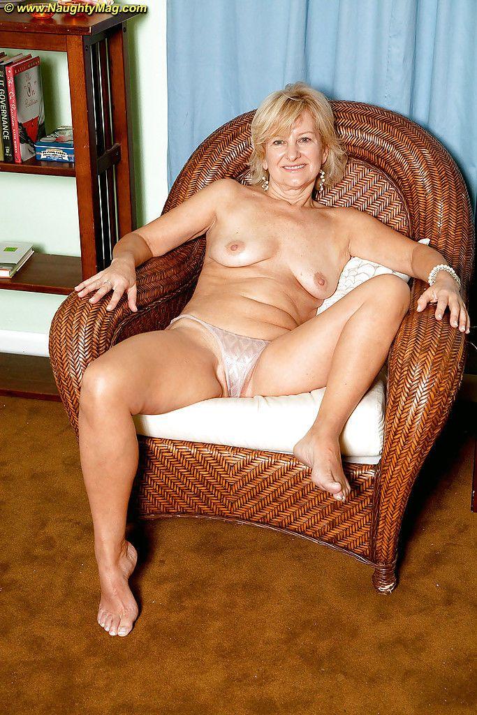 безусловно, она директора дама бальзаковского возраста эротика тем, что