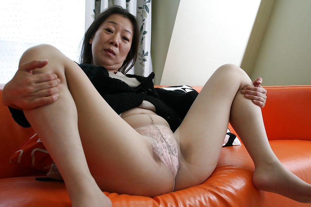 Asian mature brunette Yoshiko Makihara is showing off in sexy pantyhose