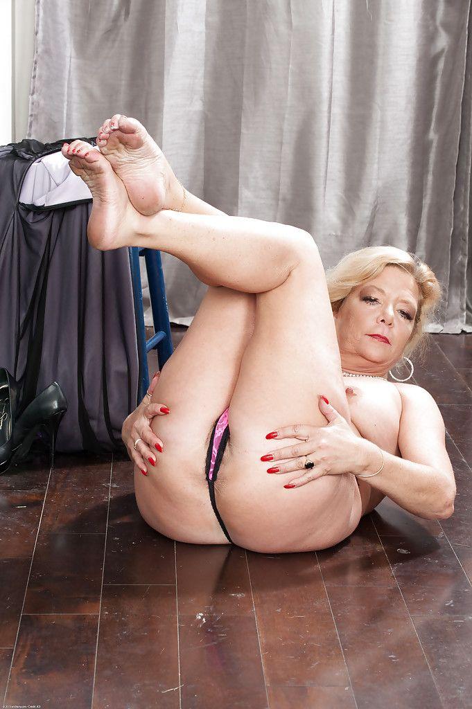 Close up masturbating scene features mature fatty Karen Summer