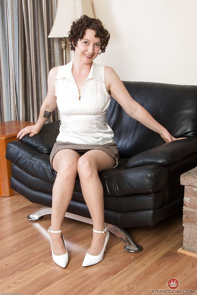 Older lady Artimesia spreading in pantyhose for hairy upskirt cunt viewing