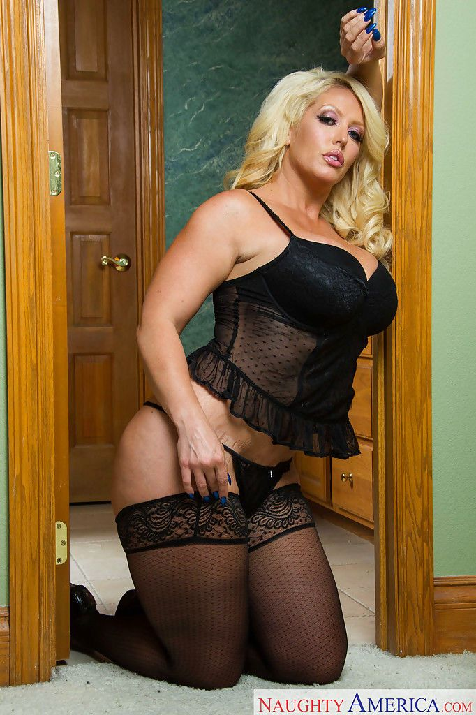 Blonde fatty Alura Jenson poses in lingerie and unleashes big titties