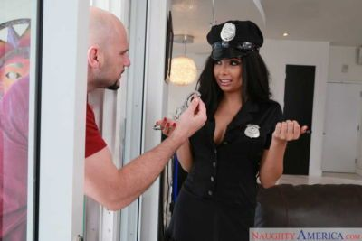 Voluptuous bombshell in a police uniform tempts a sexy dude and gets screwed