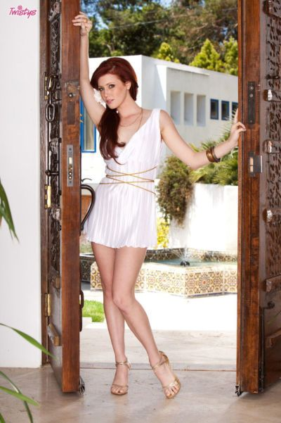 Teen babe in miniskirt Elle Alexandra shows her peachy body
