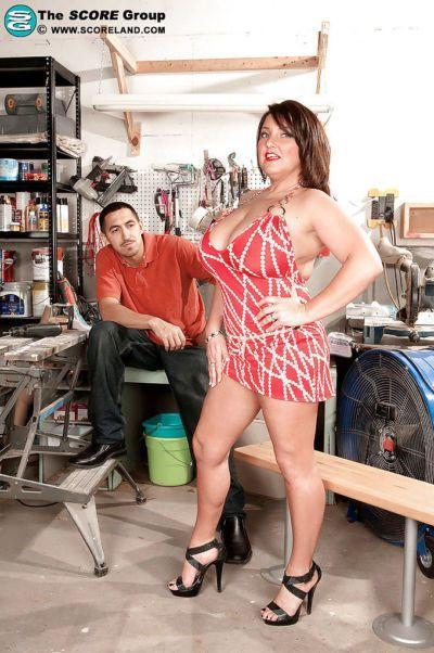 maturo grassi Con Bello hooters Stephanie Bancarelle Cazzo in il garage