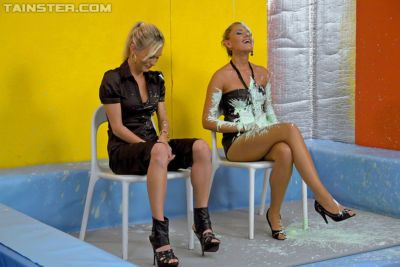 Fully clothed fetih gals on high heels are into messy action