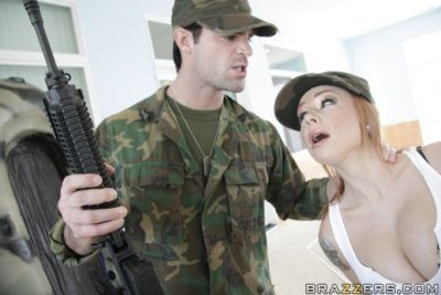 Hot babe in uniform Scarlett Pain gets a creamy load right on her face