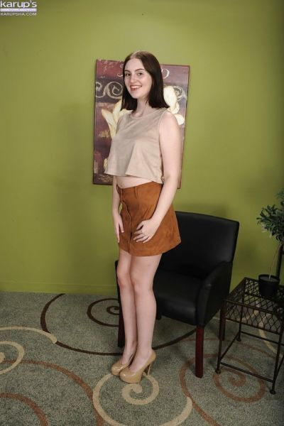 Teen first timer Maya Kendrick posing naked after loosing her skirt