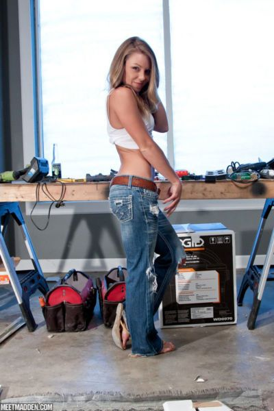 MIL amateur Madden takes off jeans in workshop to pose naked on all fours