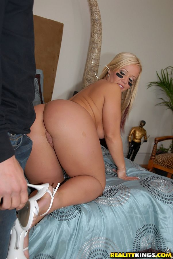 Dazzling MILF with round booty Austin Taylor fucked properly