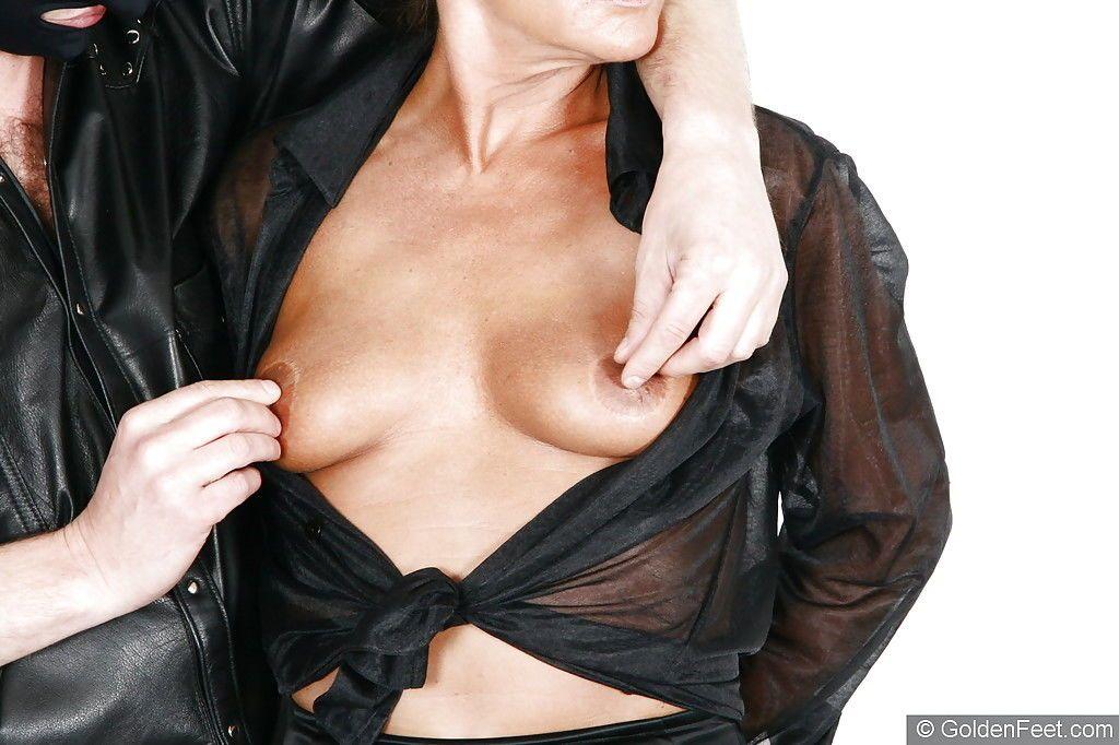 Older BDSM model Lady Sarah having anal pump inserted into asshole