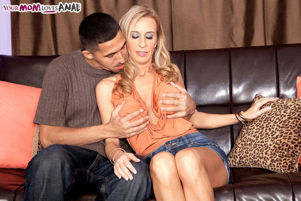 Hot mom Cristy Lynn does anal sex with her neighbour\'s son