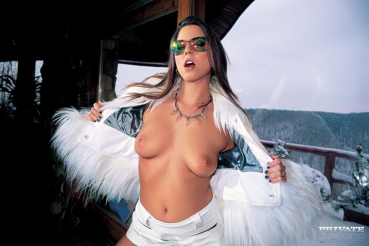 Hot chick Simony Diamond does a nasty DP wearing white boots and sunglasses