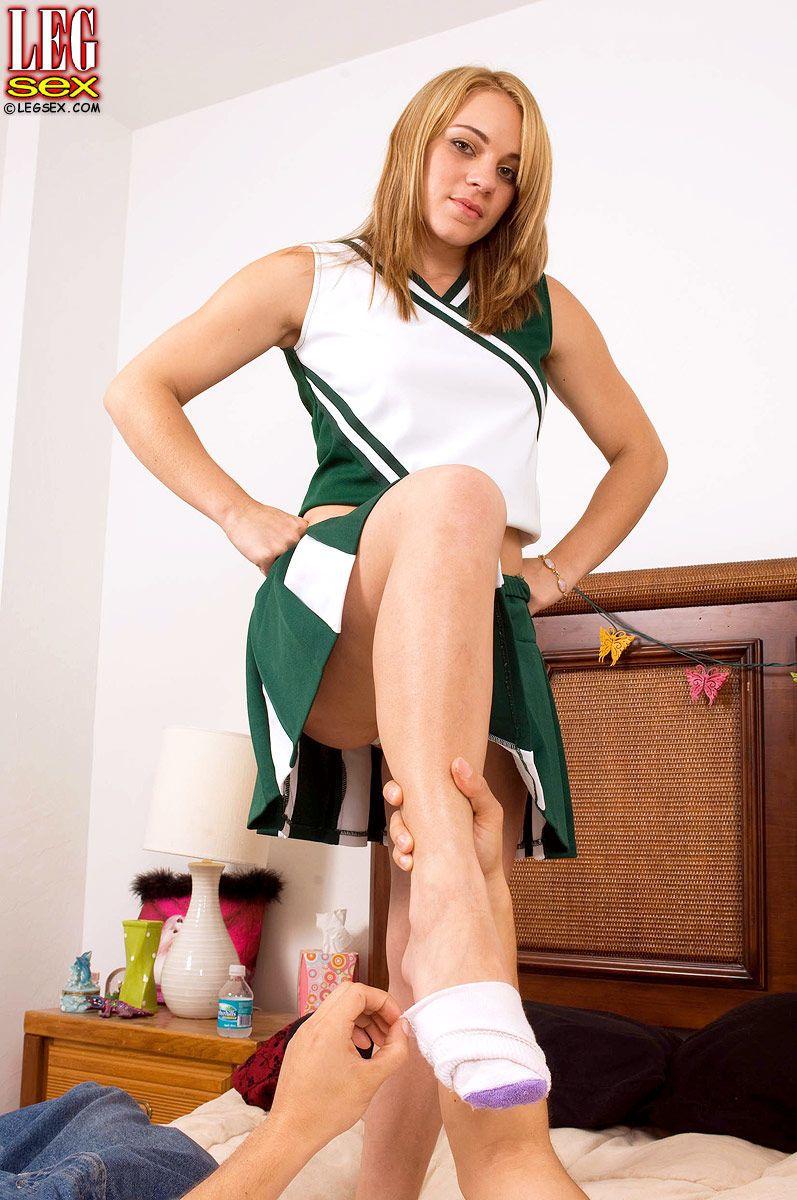 Curvy blonde cheerleader Kirra Lynne wants her feet worshiped now