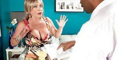 Sexy granny in jeans Lexi McCain has an interracial hardcore sex