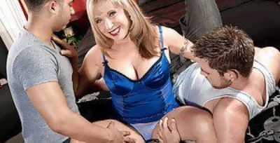 Busty Latina granny Luna Azul drips cum from pierced pussy after MMF 3some