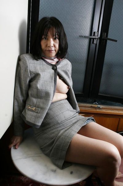 Saucy asian granny Makiko Nakane toying her unshaven cunt