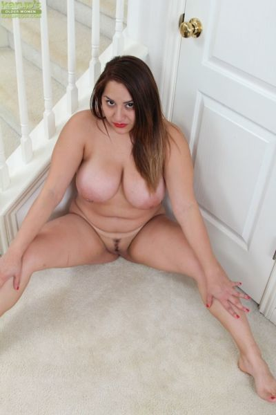 Aged plumper CeCe Giovanni revealing large boobs and spread vagina - part 2
