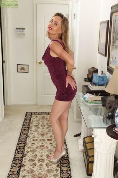 Reifen Babe Mit saggy Titten und Haarige pussy chelsey Townes posing