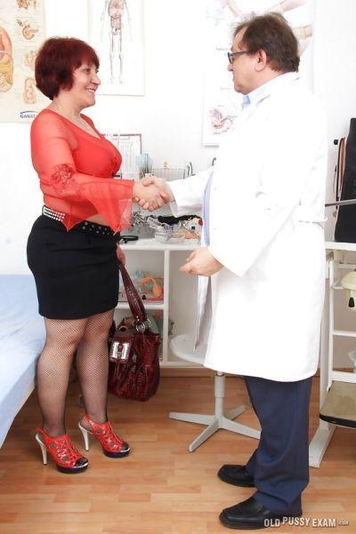 Çekici kızıl saçlı Eski Kadın manka oldu becerdin ile Sağlık Araçlar