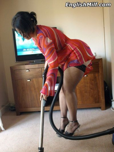 Fat mature wife gets turned on and plays with the vacuum cleaner