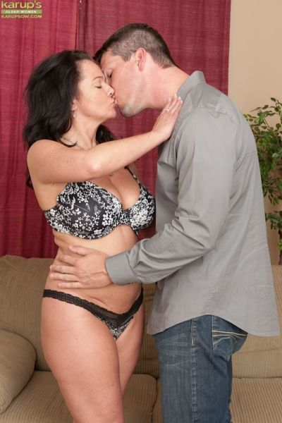 Curvy middle-aged amateur Pepper Ann gets fucked hard by younger lover