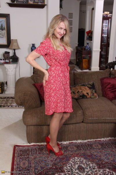 Blonde American housewife flashes open dress before proceeding to undress