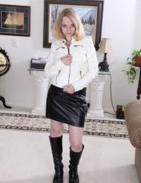 Mature blonde broad Annabelle masturbating shaved pussy in boots