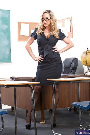 เซ็กซี่ ครู ใน แว่น แบรนดี้กระบอก รัก ได้ เปลือยกายวาด ใน คน ห้องเรียน