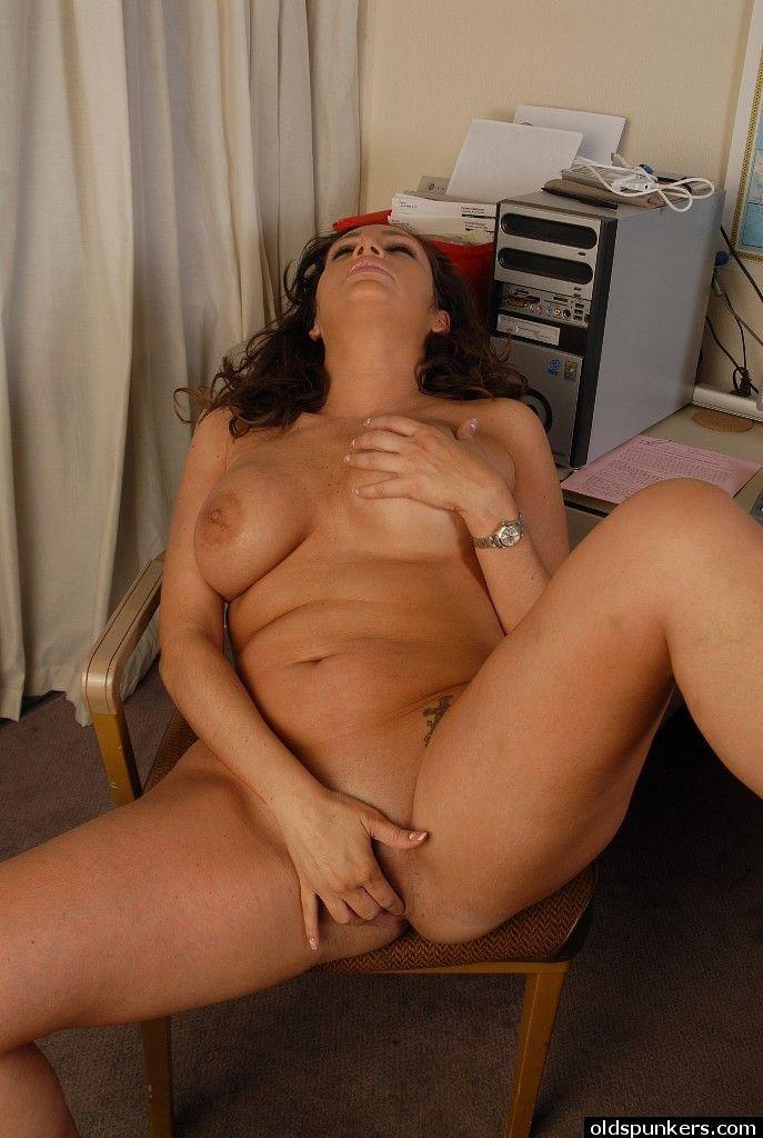 порно мастурбирует маме