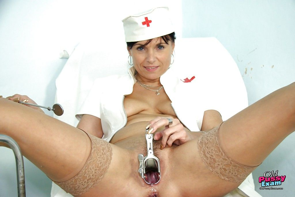 Mature nurse in stockings stretches her cunt by her fingers and speculum - part 2