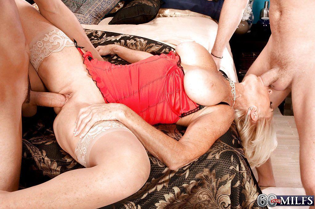 Смотреть порно зрелых тещ трахающихся с зятьями
