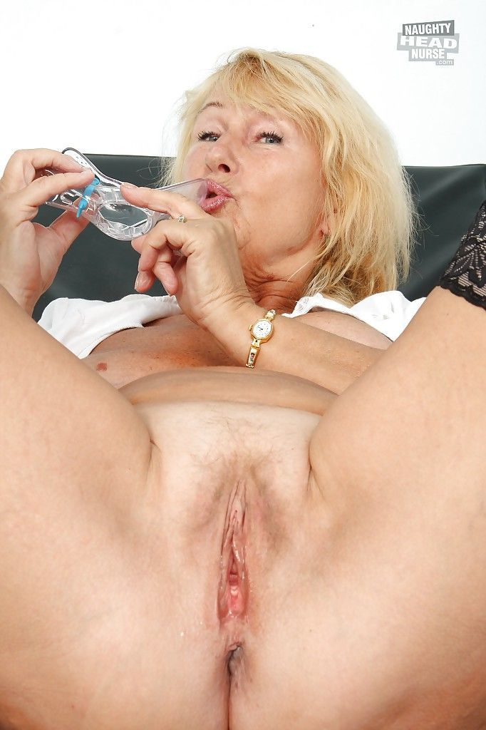 Filthy granny in nylon stockings toying her twat by vibrator and speculum