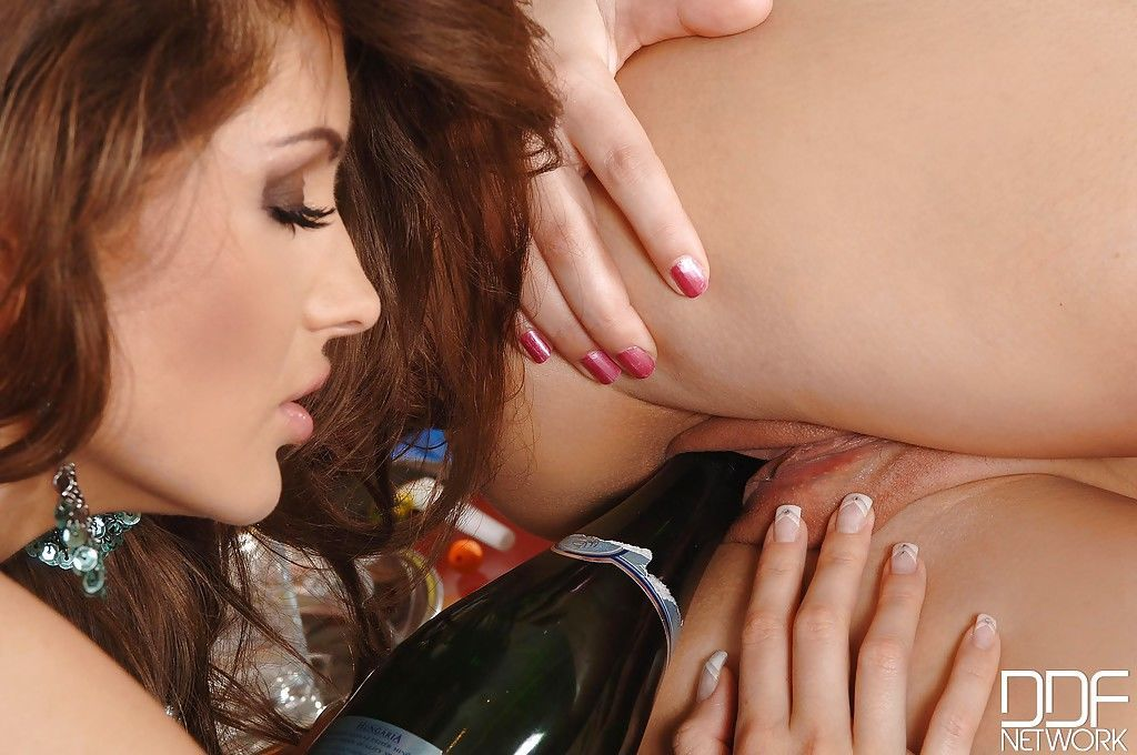 European moms Peaches and Sandra Shine toying lesbian pussies at Christmas