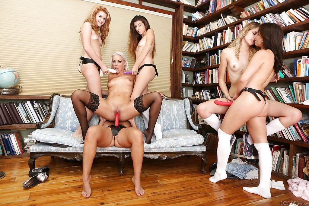 lesbian strap on orgy № 65350