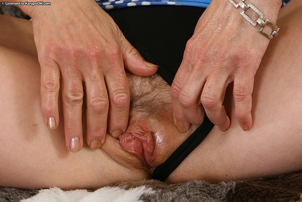 Delicious hairy beaver of mature female Wanda gets totally soaked