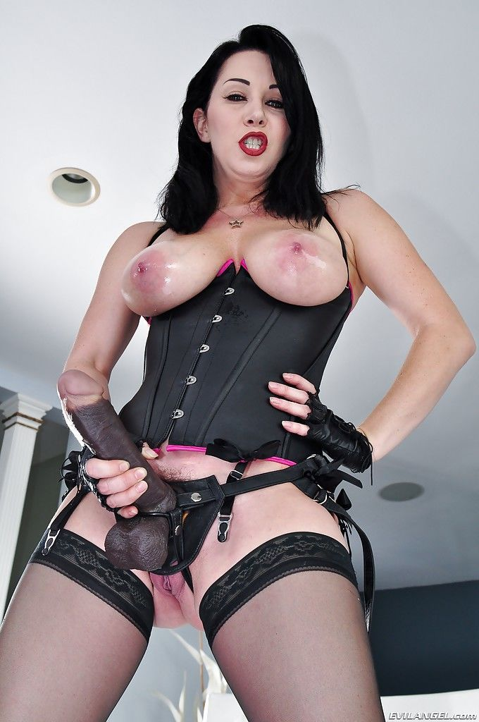 Mature pornstar RayVeness is playing with her lovely fetish toys