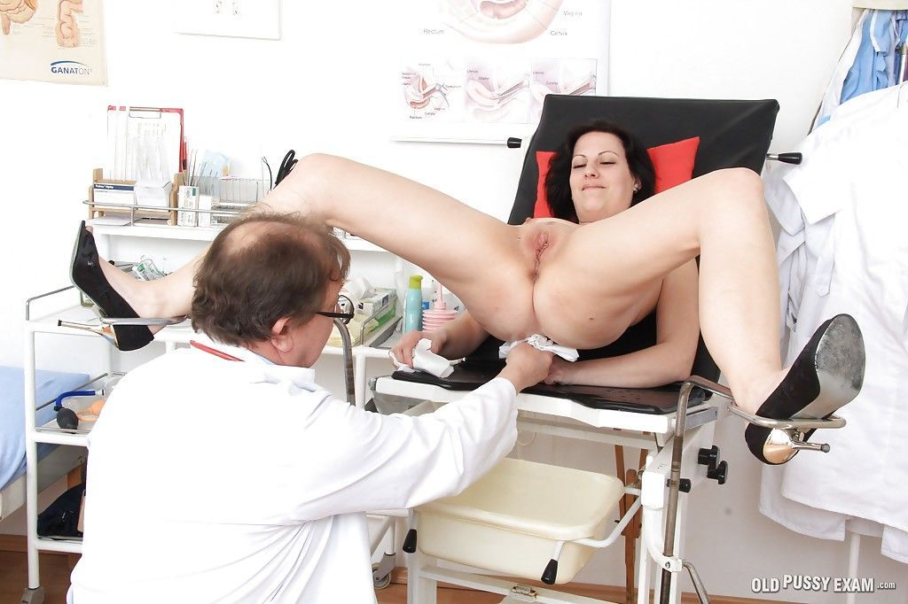 Смотреть онлайн порно фото большая пизда у гинеколога